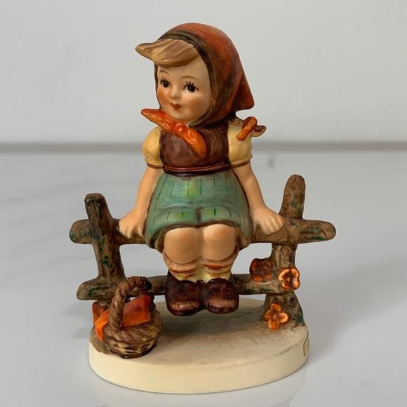 """Vintage Hummel """"Just Resting """" Figurine"""